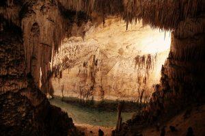 cave-498373_1280
